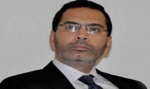 Photo of عضو نادي الصحافة بالصحراء بالعيون يهين وزير الاتصال ..! /فيديو