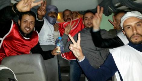Photo of السلطات الأمنية بالعيون تحرر حافلة فوسبوكراع من أيدي المعطلين