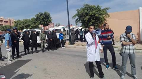 Photo of حركة الممرضين و الممرضات بالعيون تنظم وقفة احتجاجية