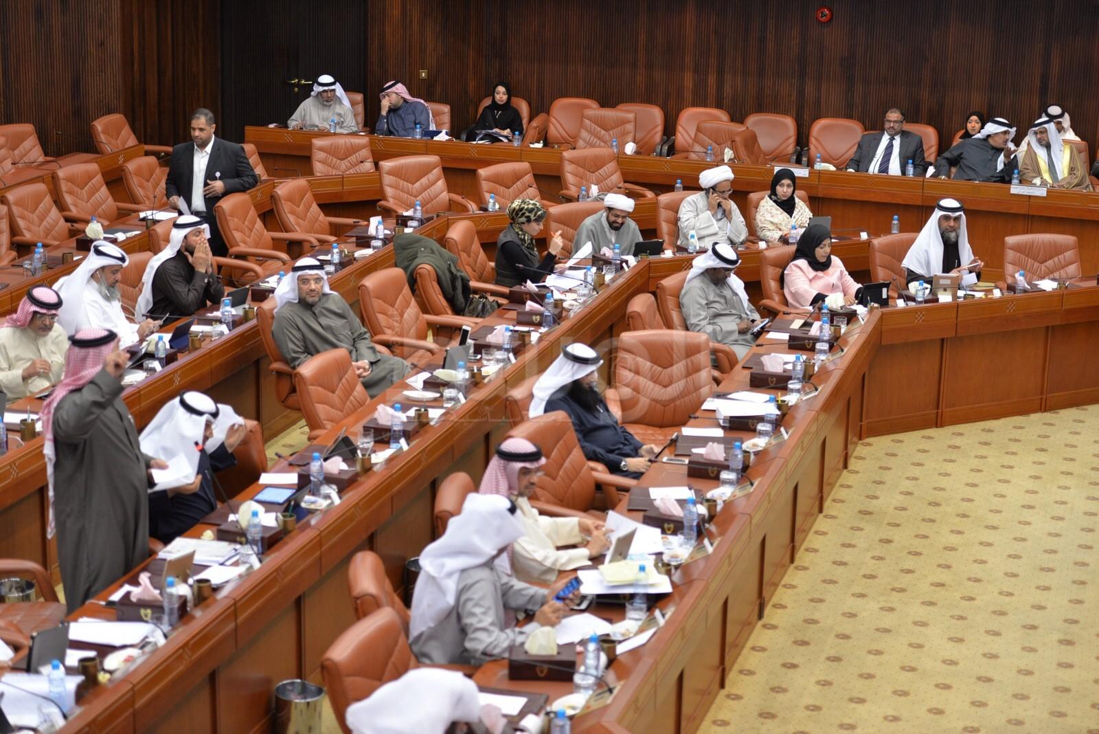 Photo of تحركات لإلغاء تقاعد النواب والوزراء العام المقبل