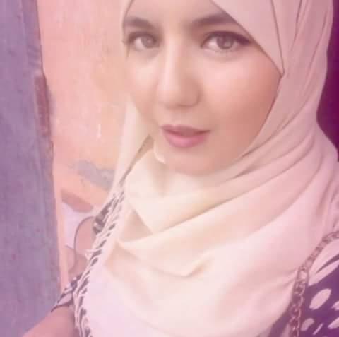Photo of العيون/سهير لصكع الفنانة المسرحية و الناشطة في مواقع التواصل الاجتماعي ترسم اسما لها