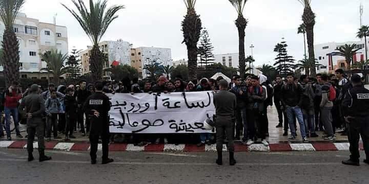 Photo of تلاميذ أسفي ينتفضون ضد ساعة العثماني