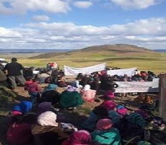 Photo of عائلات معتصمي منجم جبل عوام يستنجدون بجلالة الملك+ فيديو