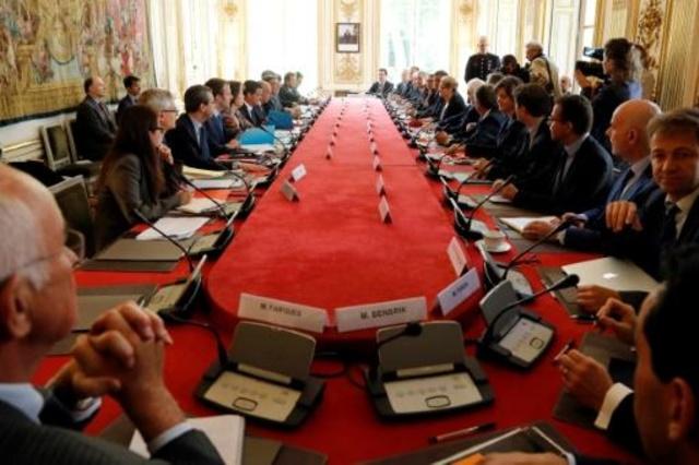 Photo of الحكومة الاشتراكية الفرنسية والتنكر لحقوق العمال في قانون العمل الجديد ..!
