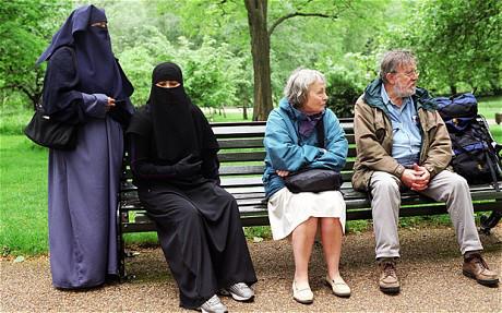 Photo of الأسرة في المجتمع الغربي ليست نموذجا للتقليد