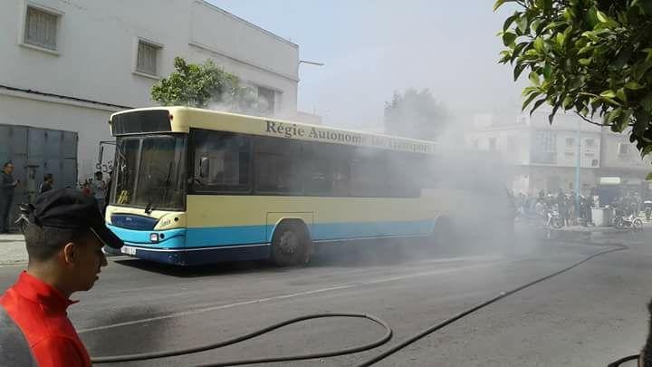 Photo of احتراق حافلة للنقل الحضري بالشارع العام والركاب على متنها