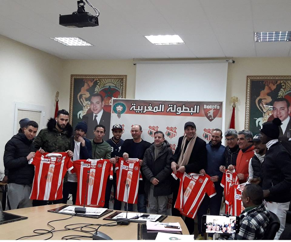Photo of شباب خنيفرة يقدم مدربه التونسي ولاعبيه الجدد