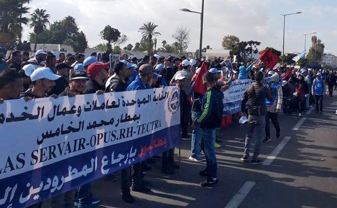 Photo of عمال و عاملات الخدمات الأرضية بمطار محمد الخامس ينفذون وقفة احتجاجية حاشدة